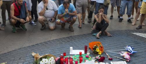 Homenaje a las víctimas del atentado de Barcelona, en silencio