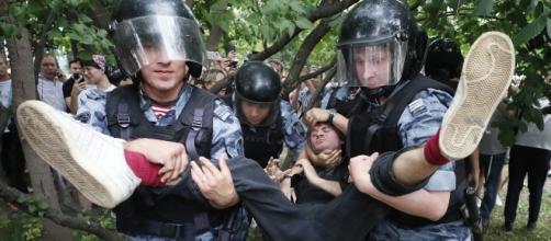 La odisea de protestar contra Putin en Rusia