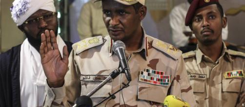 Sudán : militares y oposición firman un acuerdo histórico