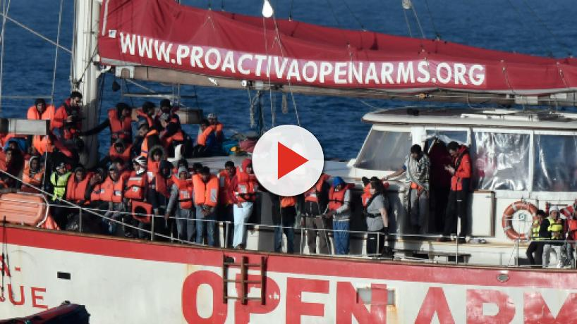 Open Arms, via libera allo sbarco dei minori, Salvini: 'Ha deciso tutto Conte'