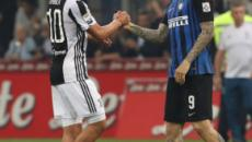 Mauro Icardi vuole la Juventus, ma il Napoli rilancia e chiede al giocatore di decidersi