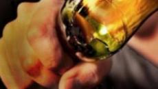 Ischia, aggressione a colpi di bottiglia dopo serata in discoteca: ferita al volto 22enne