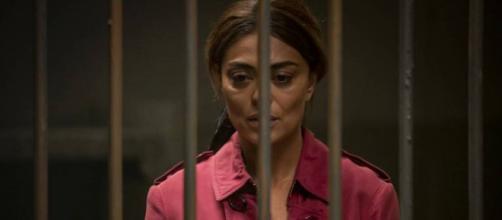 Após ser presa, Maria da Paz se desespera. (Reprodução/ TV Globo)