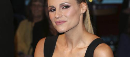 Michelle Hunziker criticata per aver raccolto una stella alpina in montagna - gmx.ch