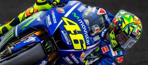 Valentino Rossi in sella alla sua Yamaha YZR-M1