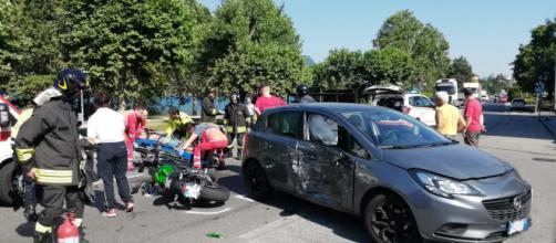 Calabria, motociclista si schianta contro un'auto e muore. (foto di repertorio)