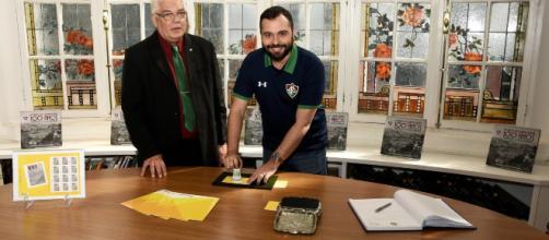 Mário Bittencourt, à direita, concedeu entrevista nesta sexta (2). (Mailson Santana/Divulgação/Fluminense FC)