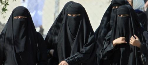 Saudi Arabian women finally allowed to hold passports (Image via ArabicNews/Youtube)