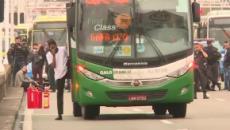 Homem sequestra ônibus, faz mais de 30 reféns e é morto no Rio de Janeiro