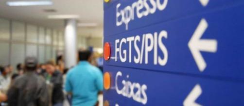 Caixa Econômica Federal começou a pagar o PIS nesta segunda-feira (19). (Arquivo Blasting News)