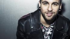 Alessio Bernabei accusato di sessismo e scatena una polemica social: 'Le cagne ai cani'