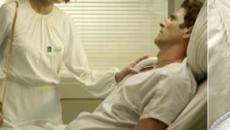 'A Dona do Pedaço': Régis passa mal com visita de Josiane no hospital