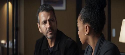 Amadeu descobre que Josiane interferiu no tratamento de Gilda. (Reprodução/ TV Globo)