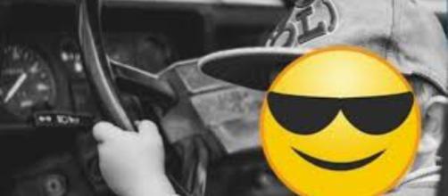Bambino di 8 anni guida in autostrada: nessun danno