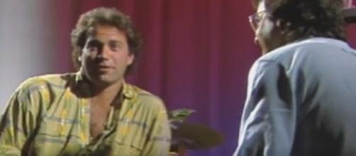 Bertín Osborne, en 1985, en el programa 'De la mano de...'. / RTVE