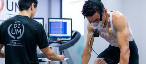 Los deportistas profesionales usualmente realizan las pruebas de consumo máximo de oxígeno. - clinicapodium.es