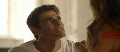 O playboy pedirá a ajuda de Amadeu para conseguir livrar a sua esposa. (Reprodução/TV Globo)