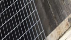 Roma, cede una grata su un marciapiede: una 17enne finisce nei garage sottostanti