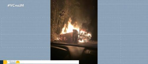 Carreta pegou fogo. (Arquivo Blasting News)