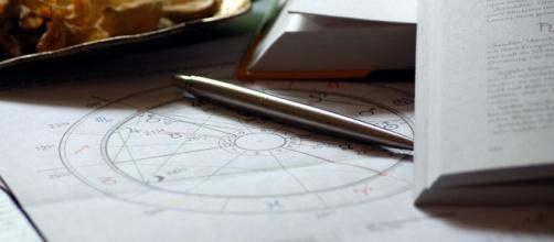 Previsioni astrali di martedì 27 agosto: novità per Bilancia, Leone, Gemelli e Vergine