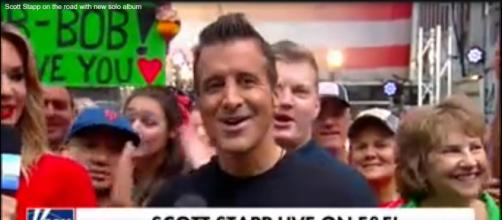 Scott Stapp didn't let a New York City rainshower dampen the music or his mood for a Fox & Friends set. [Image source: Fox News-YouTube]