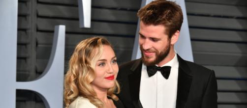 Matrimonio lampo per Miley Cyrus e Liam Hemsworth: lei nega di averlo tradito e si circonda dell'affetto dei suoi quindici animali