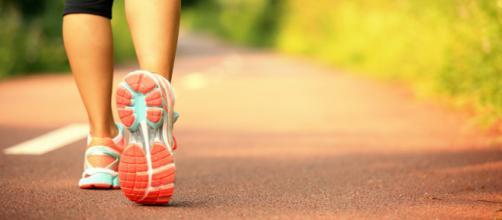 Caminar 30 minutos diarios evita riesgos para la salud. - alimentosmelo.com