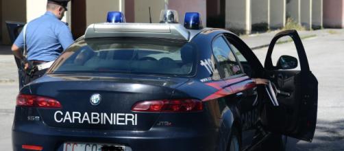 Lecce, 18enne pedina e aggredisce una donna a Specchia: arrestato