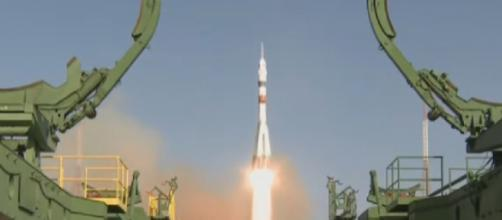 Soyuz MS-14 launch with Skybot F-850 on board. [Image source: SciNews/YouTube]