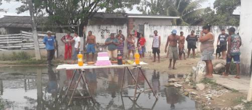 A comemoração foi uma forma de chamar a atenção das autoridades responsáveis. (Reprodução/ TV Globo)