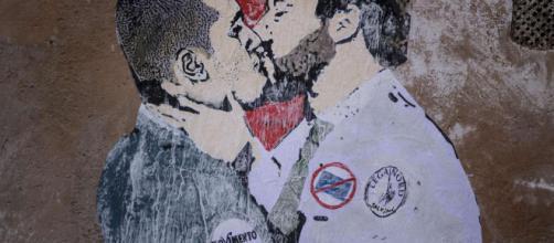 Il bacio tra Di Maio e Salvini è solo un ricordo. Cancellato ... - artribune.com