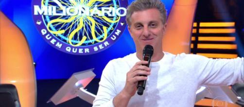 """Luciano recebeu cantada durante o quadro """"Quem quer ser um milionário?"""" no Caldeirão do Huck. (Arquivo Blasting News)"""