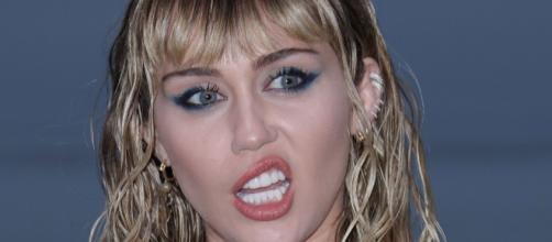 Miley Cirus estalla contra las críticas por su divorcio