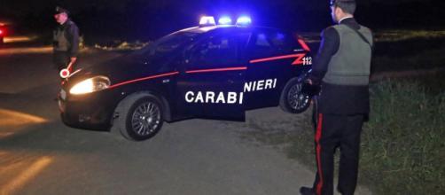 Novara, uccide l'amico fuori di un pub per poi confessare su Facebook il delitto: fermato dai carabinieri.