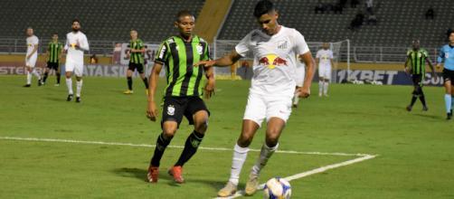 Bragantino pega CRB em Alagoas. (Daniel Hott/América)
