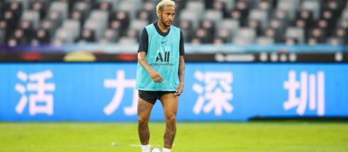 Mercato: Lozano si presenta ai tifosi del Napoli, Rakitic sembra essere vicino alla Juve
