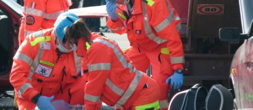 Ancona, cade dal quarto piano dell'ospedale e muore