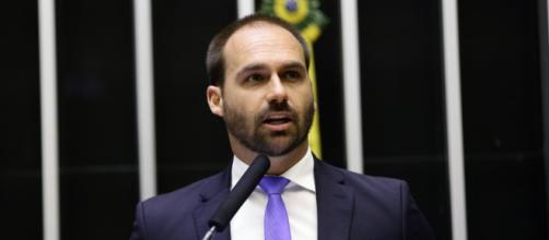 Eduardo Bolsonaro diz que o Brasil não deve chorar por ajuda internacional à Amazônia. (Michel Jesus/Câmara dos Deputados)