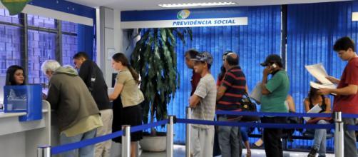 INSS começou adiantar 13º salário para aposentados e pensionista. (Antonio Cruz/Agência Brasil)