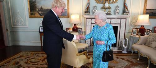 La Reina Isabel II suspende el Parlamento por petición de Johnson