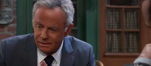 Robert has his eye on Finn and Hayden. [Image Source: General Hospital/YouTube]