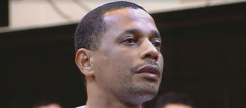 Elias Maluco foi absolvido por outro crime, mas permanecerá preso pela morte de Tim Lopes. (Divulgação/ G1)