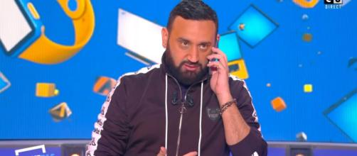 Cyril Hanouna en plein direct d'une quotidienne de TPMP