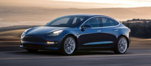 Tesla : une clé Bluetooth pour la model 3 - clubic.com