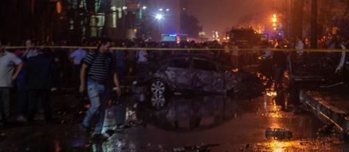 Egitto, auto lanciata contromano provoca esplosione all'ospedale de Il Cairo: almeno 19 morti