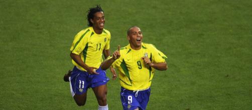 Ronaldo e Ronaldinho Gaúcho foram para Corinthians e Flamengo, respectivamente, após consagração na Europa. (Arquivo Blasting News)