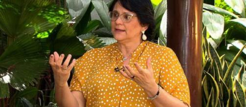 """Jornalista Roseann Kennedy entrevista ministra no programa """"Impressões"""", que vai ao ar na próxima terça-feira. (Reprodução/TV Brasil)"""