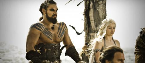 Khal Drogo e Daenerys foram separados por uma fatalidade em 'Game of Thrones'. (Arquivo Blasting News)
