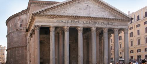 Le prohíben entrar en el Panteón de Roma por culpa del vestido que llevaba