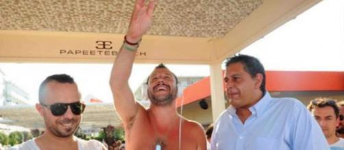 Matteo Salvini al Papeete Beach: alcuni militari lo contestano